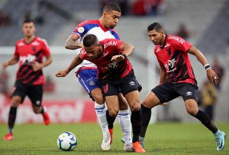 Furacão soma sete pontos em quatro rodadas no Brasileirão (Foto: Heuler Andrey/DiaEsportivo )