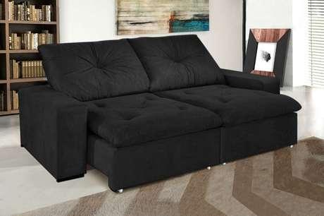 8. Traga versatilidade para a sala de estar utilizando sofá preto retrátil. Fonte: Mercado Livre