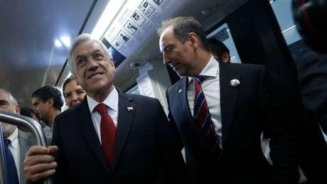 O Presidente do Chile, Sebastián Piñera, com o presidente do Metrô, Louis de Grange (à direita), para quem o explosivo foi enviado