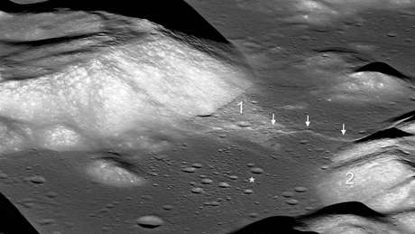 Setas indicam vale lunar Taurus-Littrow e o asterisco mostra o local de pouso da missão Apollo 17