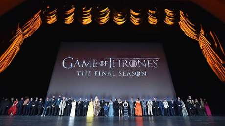 Quantos do elenco que aparecem nessa foto estarão no último episódio? Não muitos...