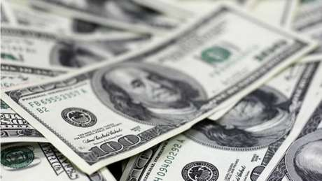 Resultados fracos da economia brasileira no primeiro trimestre afetam cotação do dólar.