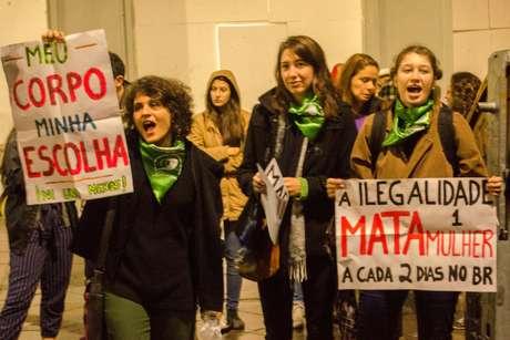 Em meio a ameaças de morte, antropóloga e ativista se veem obrigadas a deixar o País por defender o direito à prática