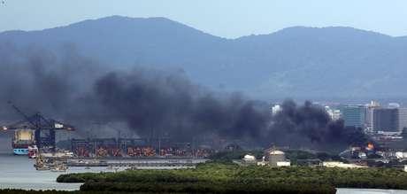 Incêndio em terminal da Ultracargo em Santos (SP)  06/04/2015 REUTERS/Paulo Whitaker