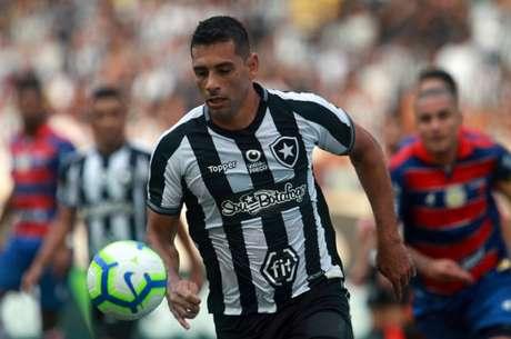 Último gol de Diego Souza ocorreu contra a Portuguesa, no dia 21 de março (Foto: Vítor Silva/Botafogo)