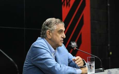 Petraglia discutiu com repórter da Gazeta do Povo (Foto: Miguel Locatelli/Site Oficial)