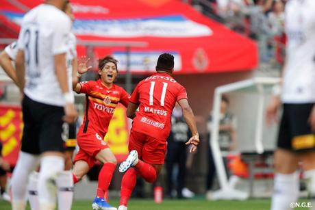 Mateus Castro marcou na vitória do Nagoa Grampus no Campeonato Japonês (Divulgação)