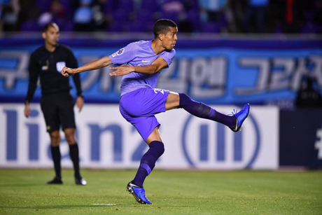 Douglas Vieira marcou o único gol do Sanfrecce Hiroshima por 2 a 1 para o Vegalta Sendai (Divulgação)