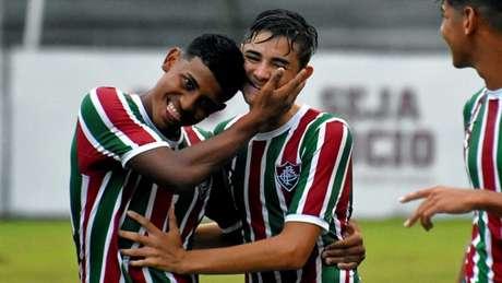 Zagueiro Felipe (ao centro) foi o autor do gol da vitória do Fluminense (Foto: Mailson Santana/Fluminense)