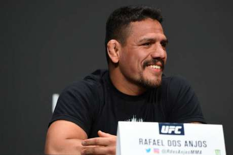 Rafael dos Anjos quer reencontrar o caminho das vitórias neste sábado contra Kevin Lee (Foto: Getty Images / UFC)