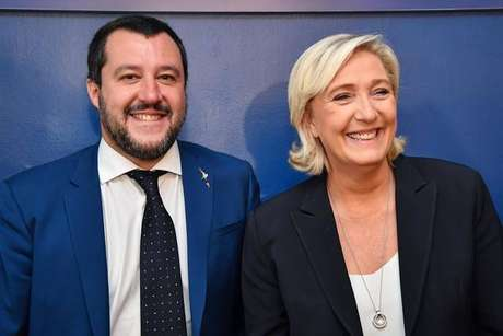 Matteo Salvini com a líder da extrema direita na França, Marine Le Pen