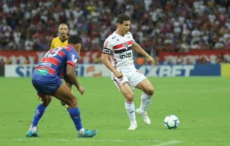 Hernanes, do São Paulo, em partida contra o Fortaleza, válida pela quarta rodada do Campeonato Brasileiro 2019, na Arnea Castelão, em Fortaleza