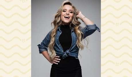 CAMISA JEANS: uma peça que sempre aparece nos looks da Larissa é a camisa jeans. Dá uma cara mega despojada!