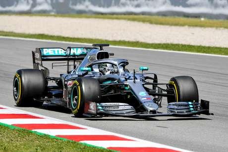 Testes da F1: Nikita Mazepin mantém a Mercedes na frente; Sérgio Sette com problemas