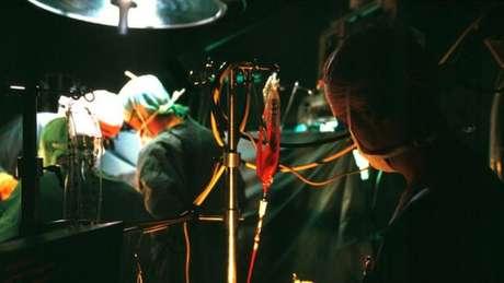 Durante muito tempo, as cirurgias causaram uma enorme taxa de mortalidade e grande sofrimento, ao invés de salvar vidas