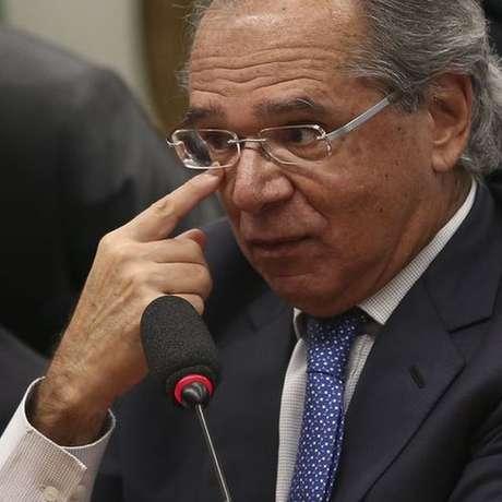 """O governo tem """"enorme dependência"""" da figura de Guedes como fiador da política econômica, diz a economista Patrícia Parlemo"""