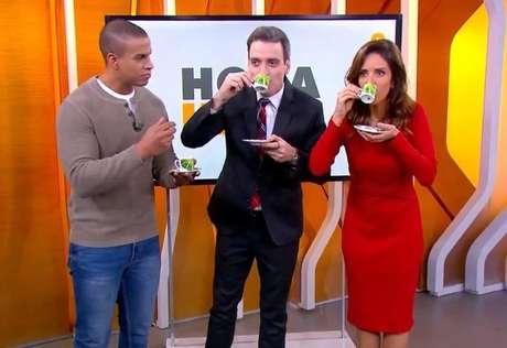"""Monalisa Perrone,Tiago Scheuer e Thiago Oliveiratomamcafé com manteiga no encerramento do 'Hora 1"""", da TV Globo."""