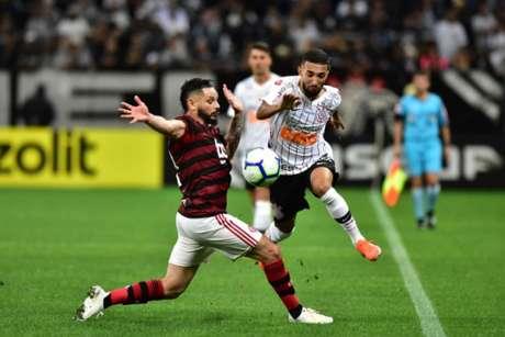Mais uma vez, Clayson foi uma das poucas alternativas de ataque do Corinthians (Eduardo Carmim/Photo Premium/Lancepress!)