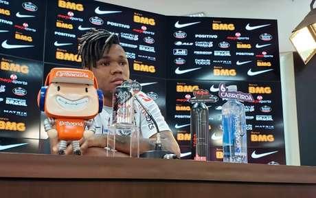 Volante deixou claro que não tem as mesmas características de Paulinho (Foto: Divulgação/ Twitter)
