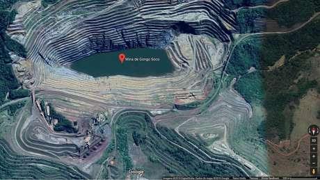 Reprodução de imagem de satélite da mina de Gongo Soco, perto de talude que apresenta deformação e pode impactar barragem a 1,5 km