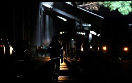 Agentes perto de estrutura colapsada de túnel após fortes chuvas no Rio de Janeiro 17/05/2019 REUTERS/Sergio Moraes