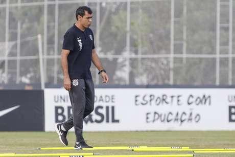 Técnico do Timão vai montar a equipe que enfrentará o Furacão, em Curitiba, no treino de sábado (Foto: Rodrigo Gazzanel/RM Sports)