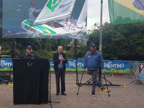 Lars Grael recebeu homenagem dos organizadores do Grand Slam da Star Sailors League (Foto: Jonas Moura)