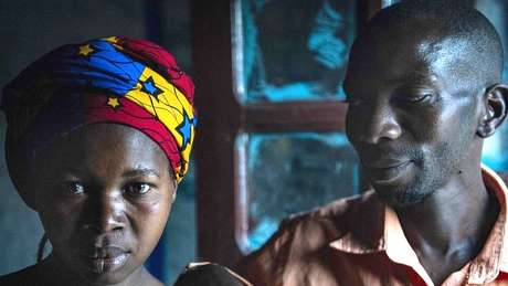 Moises Bagwiza reflete sobre como tratou a esposa, Julienne