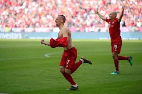 Lendas do Bayern conquistaram mais um título alemão(Foto: Divulgação/Twitter)
