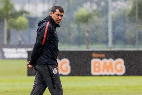 Carille comandou o último treino do Timão antes de viajar para Curitiba (Foto: Rodrigo Gazzanel/Ag. Corinthians)