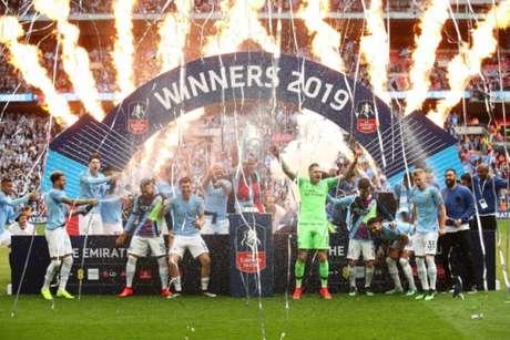 City levanta a taça da FA Cup