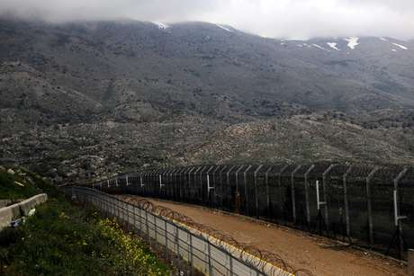 Cerca entre a Síria e Israel em Golan Heights