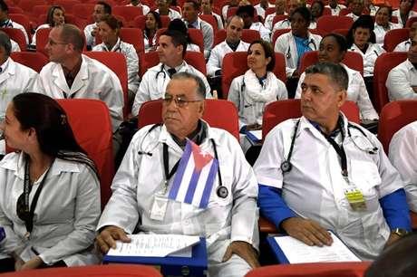 Médicos cubanos sendo recebidos para trabalhar no Quênia