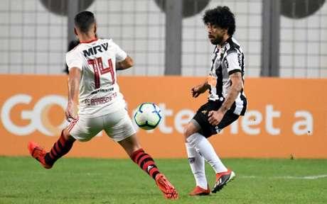 O time do Galo jogou com um a menos em grande parte do jogo e ainda saiu vencedor do Independência- (Foto: GUSTAVO RABELO/ PHOTOPRESS )