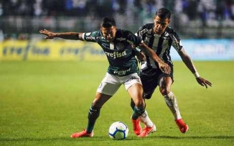 Dudu fez ótima partida (Foto: Ricardo Moreira/Fotoarena)