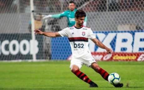 Rodrigo Caio falhou no primeiro gol do Atlético-MG (Foto: Dudu Macedo/Fotoarena)