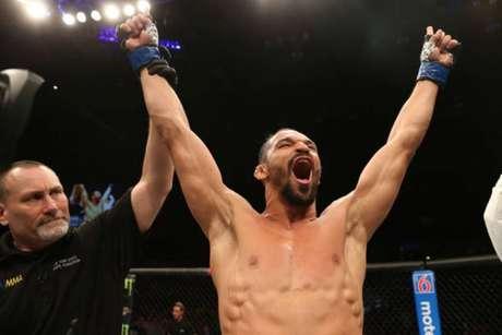 Michel Pereira brilhou e conquistou vitória por nocaute sobre Roberts ainda no primeiro round (Foto: Getty Images)