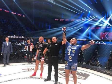 Luis Henrique 'KLB', ex-lutador do UFC, estreou com boa vitória no KSW 49, no último sábado (Foto: Divulgação)