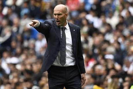 Zidane durante o jogo contra o Betis (Foto: AFP)