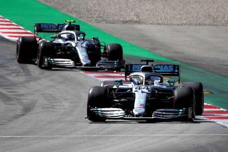 """""""Por enquanto é entre eu e Lewis"""", disse Bottas"""