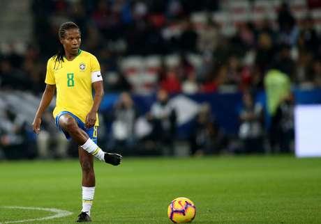 Formiga em campo pela Seleção em amistoso contra a França, em Nice
