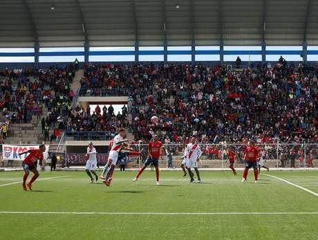 Na imagem, partida disputada em janeiro entre Jorge Wilstermann e Always Ready, no mesmo estádio de El Alto, a mais de 4 mil metros de altitude, onde morreu o árbitro Víctor Hugo Hurtado Ogeda