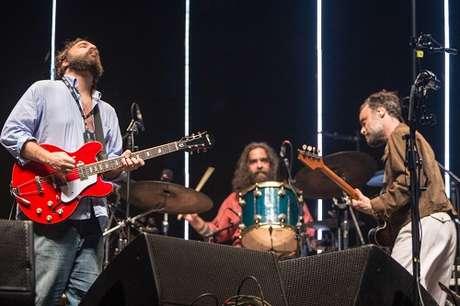 Numa apresentação memorável e com a particioação empolgada dos fãs, o trio Los Hermanos fizeram show inesquecível