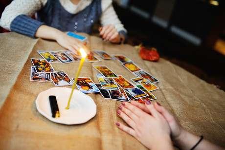 Atraia prosperidade com o ritual das cartas ciganas