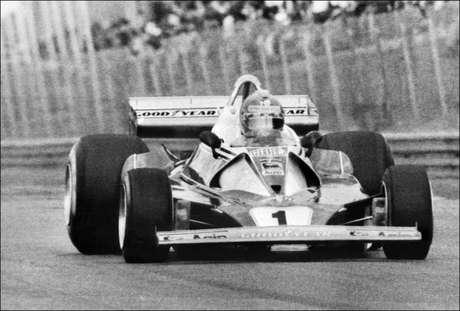 Ator de 'Rush', Bruhl presta homenagem a Niki Lauda