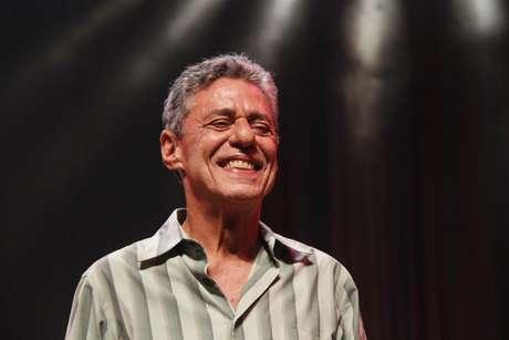 Retrato do cantor e compositor Chico Buarque durante o show de Verão da Estação Primeira de Mangueira no HSBC Brasil, em São Paulo