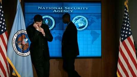 Agências de espionagem americanas, como a NSA, estão ameaçando não fornecer informações aos seus aliados