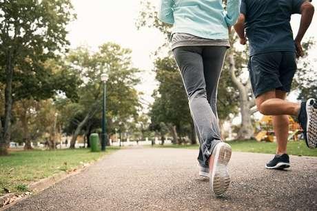 A maioria das pessoas que sai para correr sofre lesões nos pés