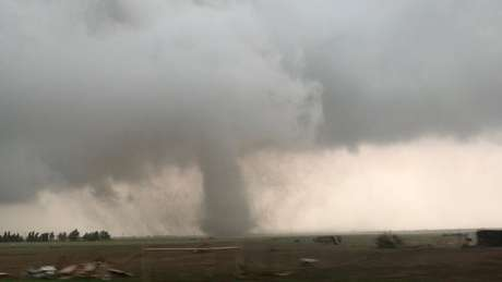 Tornado em Mangum, Oklahoma, 20/5/2019  Lorraine Matti/via REUTERS