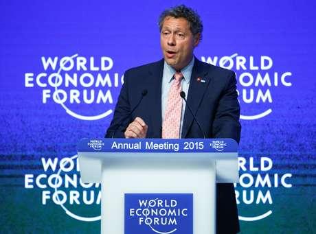 Seth Berkley, presidente da aliança Gavi, discursa durante edição de 2015 do Fórum Econômico Mundial em Davos, na Suíça 22/01/2015 REUTERS/Ruben Sprich
